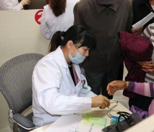 我院组织结对帮扶户参加医疗扶贫义诊活动