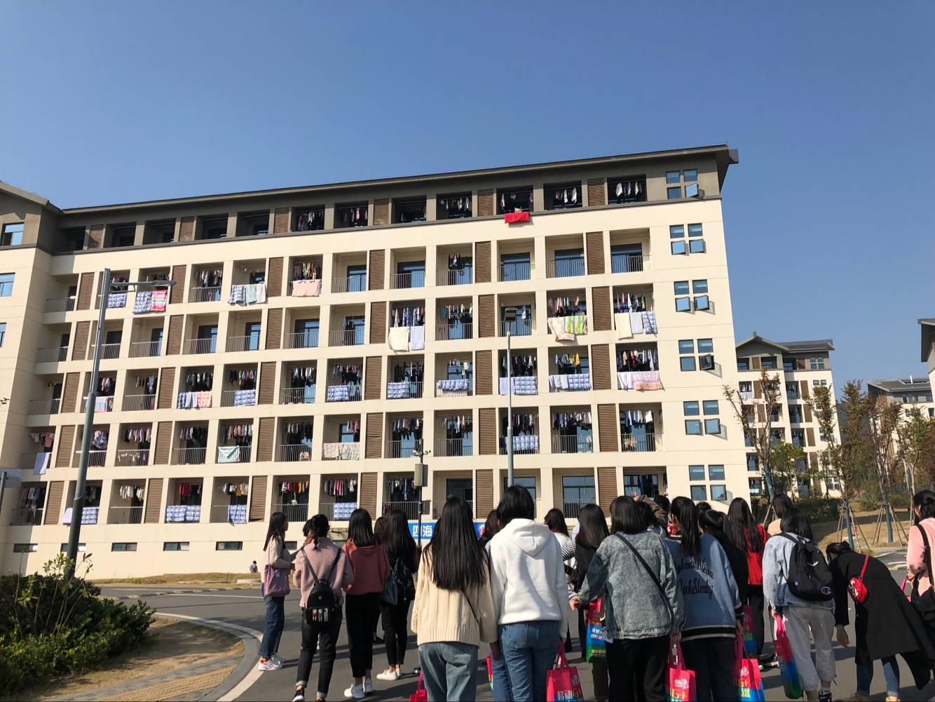 我院组织16级特色专业学生参观考察镇江高等专科学校